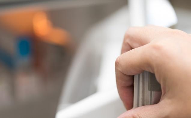 冷蔵庫のパッキンを交換する方法